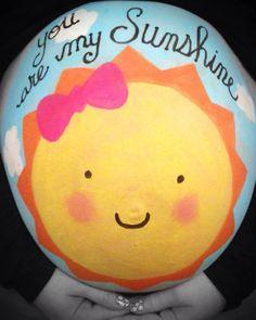 Pregnant belly painting! @lishelleanne #bellypainting #pregobelly #pregnantbelly #sunshine #youaremysunshine #babygirl #sun