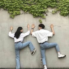 Couple shared by mihry jung on we heart it Korean Best Friends, Boy And Girl Best Friends, Korean Couple Photoshoot, Pre Wedding Photoshoot, Cute Couple Pictures, Best Friend Pictures, Cute Relationship Goals, Cute Relationships, Ullzang Girls