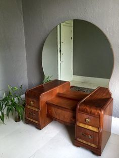 Art Deco 1930 S Waterfall 5 Drawer Vanity With Original Bakelite Hardware And Rounded Mirror