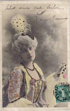 Garden dans 'Manon'.  Reutlinger Postcard.  SIP Series 61 No. 15.