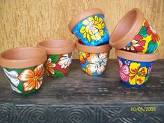 Resultado de imagem para decoração com chita Costura Diy, Diy And Crafts, Arts And Crafts, Painted Pots, Boho Diy, Terracotta Pots, Mason Jar Crafts, Hand Painted Ceramics, Clay Pots