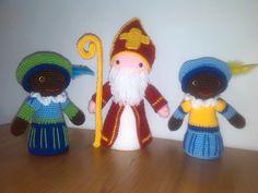 Sinterklaas en twee zwarte pieten.Beetje van mezelf en een beetje van Christel Kukkert http://www.craftkitchen.nl/blog/4/haak-zwarte-piet-met-christel-krukkert