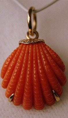 Mazza  -  Coral Pendant