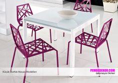 Beyaz ve mor renkli plastik sandalyeler mutfağınız için pratik bir çözüm olacaktır. Ser plastikten üretilen sandalyeler, hafif ve dekoratif bir görüntü sağlıyor. Beyaz akrilik, parlak ma