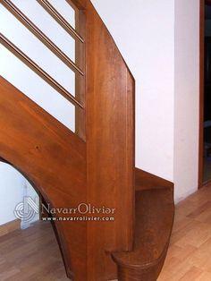 Arranque de escalera de madera para vivienda unifamiliar. navarrolivier.com
