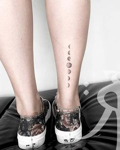 21 Moon Phases Tattoo Ideas to Inspire You Dope Tattoos, Mini Tattoos, Unique Tattoos, Leg Tattoos, Tattos, Celtic Tattoos, Sleeve Tattoos, Luna Tattoo, Small Foot Tattoos