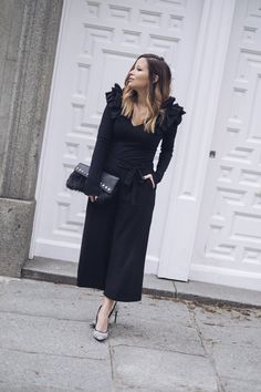 total look zara, camiseta volantes, blck, total look black, culotte, stilettos, zapatos blanco y negro, tacón, look formal, loook, blogger style, blogger de moda, style, moda, fashion, bolso, parfois, mechas babylight