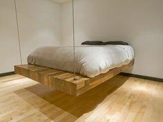 schwebendes Holzbett