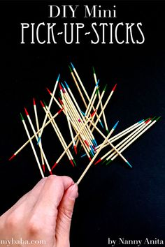 Make your own mini pick up sticks busy bag using toothpicks. Busy bag for children Fun Crafts, Arts And Crafts, Shoebox Ideas, Pick Up Sticks, Diy Games, Make Your Own, How To Make, Busy Bags, Wedding With Kids