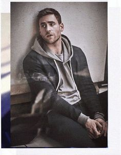 A new take on easy travel dressing, showcased by actor Oliver Jackson-Cohen. Read more on Farfetch. Oliver Jackson Cohen, Julian Morris, Vanessa Redgrave, Oc Fanfiction, Avatar, The Great Fire, John David, Travel Dress, I Have A Crush