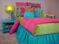 coole jugendzimmer mädchen farbige bettfarben dekokissen