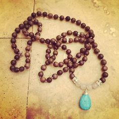 - How to Make a Yoga Mala - Really pretty as a necklace for the summer, with a bohemian style!
