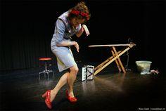 Fotograaf Roos Gast | Artiest: Nathalie Baartman | Theaterfotografie | #fotografie #portret #cabaretfotografie #cabaret #Nathalie_Baartman #foto #optreden #vrouw #female #theatre #photography #artist #kleinkunst #expression #expressie #weird