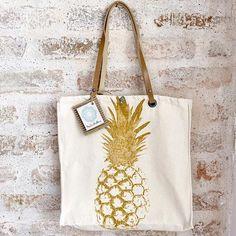 Coleção de bolsas da @lindamoliva ? São lindas, leves e cheias de estilo! Na vibe tropical ecológica estão super em alta! Vão na mala do final de ano sem gerar peso, nem consumir espaço! Excelente presentinho de natal! Dividimos em até 6x sem juros!!! Corre para garantir a sua!!! www.lindamoliva.com.br #bolsa #ecobag #sacola #tropical #abacaxi #bh #verão #verão17 #summer #summer17 #bsb #achadosdasemana #achadinhos #achadosfashion #achado #achadinho #achados #pénaareia #fashion #fastfashion