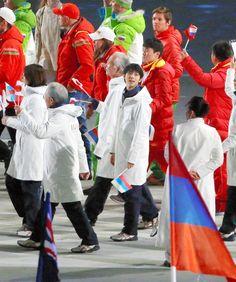 閉会式を感慨深げに行進 羽生、次に目指すは世界王者:朝日新聞デジタル