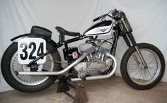 Vintage Motorcycles 1960 Harley-Davidson KR - Bike-urious - Replacing the WR, the Harley-Davidson KR was the American firm's last flathead. It was a successful racer for nearly two decades, though less than 500 were built over 15 years. Harley Dirt Bike, Harley Bobber, Dirt Bikes, Vintage Racing, Vintage Cars, Vintage Stuff, Best Bike Shorts, Flat Track Racing, Harley Davidson Street