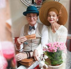 Story Of How Berlin Retirees Gunther And Britt Live To The Fullest & Enjoy Life! Posh People, Women Lifting, Stylish Couple, Professional Dancers, Quirky Fashion, Advanced Style, Fashion Couple, Aging Gracefully, Social Events