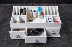 Органайзер для косметики своими руками из дерева Cardboard Storage, Cardboard Furniture, Diy Cardboard, Diy Storage, Storage Boxes, Storage Chest, Makeup Box, Diy Makeup, Makeup Desk
