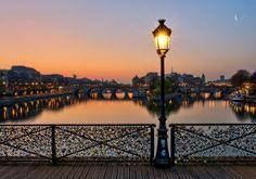 Pont des arts - Sunset - Paris #France - Willa took a life-changing trip to Paris after high school.