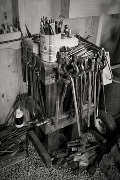 My little tool table Tool Table, Blacksmith Tools, Tool Rack, Thongs, Cool Tools, Blacksmithing, Metal Working, Traditional, Steel
