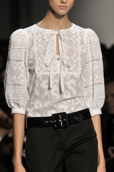 Andrew Gn at Paris Fashion Week Spring 2010 Couture Fashion, Paris Fashion, Fashion 2017, Fashion Outfits, Stylish Work Outfits, Classy Outfits, Blouse Styles, Blouse Designs, Indian Designer Outfits