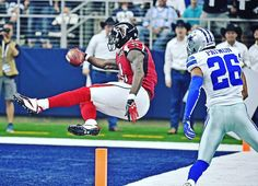 """Juliooooo flys into the endzone for a 45-yard touchdown! #ATLvsDAL #RiseUp"""