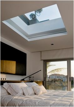 BEDROOM WINDOWS ON THE ROOF - CEILING WINDOW. Would b great to be able to open or close off skylight