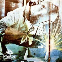 ::O soldador:: Banner velho de um curso de soldagem do SENAI (Maracanaú-CE).  Conheça mais sobre os meus trabalhos fotográficos. http://40photos.blogspot.com www.facebook.com/40photos  #40photos #lucasfilho