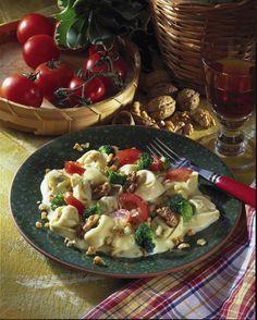 Unser beliebtes Rezept für Tortellini mit Broccoli und Walnuss-Sahne-Soße und mehr als 55.000 weitere kostenlose Rezepte auf LECKER.de.