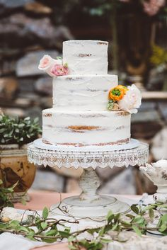 lightly icinged wedding cake with floral accents - photo by JG Photography Wedding Cake Photos, Fall Wedding Cakes, Wedding Cake Designs, Dessert Bar Wedding, Brunch Wedding, Wedding Set Up, Rustic Wedding, Wedding Ideas, Wedding Planning