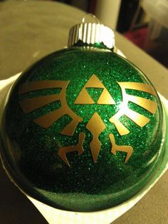 Legend of Zelda triforce ornament - 15 Really Cool Christmas Tree Ornaments