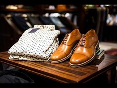 Learn how to always keep your shoes in top shape, no matter their age or fabric. I guarantee, it will save you a lot of money because you won't have to buy new shoes so often anymore. Retro Outfits, Trendy Outfits, Vintage Outfits, Your Shoes, New Shoes, Women's Shoes, Fashion Shoes, Mens Fashion, Fashion Tips