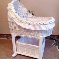 Newspaper Basket, Newspaper Crafts, Willow Weaving, Basket Weaving, Baby Basinets, Rattan, Wicker, Paper Weaving, Sand Crafts