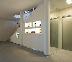 Abitazione privata con sottoscala arredata con vani a giorno+cassettoni | SISTEMI RASO PARETE
