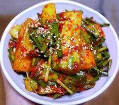 4월부터 오이가 제철을 맞았는데요. 우리 집 식구들은 오이지보다는 오이 김치를 더욱 좋아해요. 그래서 새내기 주부님들도 맛있는 오이 김치 담가 드셨으면 해서 요리법을 정리했습니다.^^  입맛 까다로운 남편이.. Asian Recipes, Healthy Recipes, Ethnic Recipes, K Food, Kimchi, Korean Food, Green Beans, Side Dishes, Clean Eating