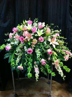 Hard roze rouwstuk #rouwbloemen #rouwstuk #funeral #flowers #piece #rouwboeket #bloemen #gerbera