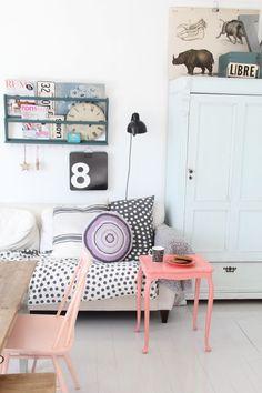 50 Bright living room furniture ideas - Home Decoration Deco Pastel, Pastel Room, Home Living Room, Living Spaces, Kitchen Living, Living Area, Pastel Home Decor, Colorful Decor, Deco Kids