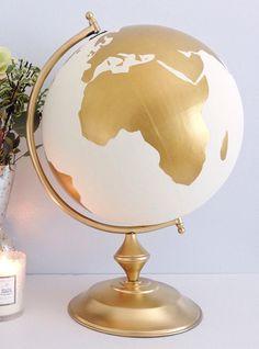Faites preuve d'originalité en offrant aux mariés un cadeau de la boutique Etsy, LOULOUmagazine.com a dressé une liste d'idées cadeaux des plus originales.