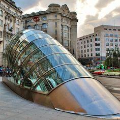 Metropolitano de Bilbao   Arquitecto: Norman Foster (Foster and Partners) 1988-95