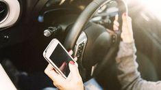 Immáron+több+mint+kétmilliárd+felhasználó+élvezi+világszerte+az+okostelefonok+által+nyújtott+előnyöket.+Miközben+egyesek+teljesen+elzárkóznak+a+számukra+bonyolultnak+tűnő+kütyüktől,+mások+már+autóvezetés+közben+is+telefonálnak+és+sms-eket+olvasnak/írnak! +A+számítógépek+szerepét+egyre+inkább…