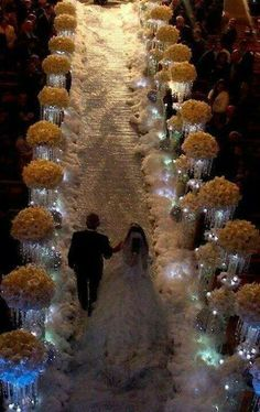 So beautiful. Now this is a winter wonderland wedding