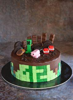 A Minecraft torta esete a majdnem kompromisszumkész anyával Homemade Minecraft Cakes, Easy Minecraft Cake, Homemade Cakes, Round Birthday Cakes, Round Cakes, 9th Birthday, Tea Cakes, Cupcake Cakes, Pastel Minecraft