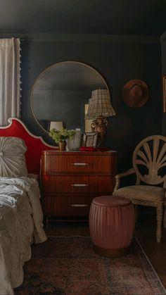 Victorian Bedroom, Bedroom Vintage, Mauve Bedroom, Master Bedroom Design, Master Bedrooms, Apartment Interior, Dream Apartment, Aesthetic Rooms, Dark Interiors