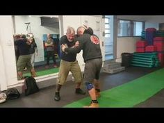 How To Use These Dirty Street Fighting Techniques To Save Your Life (For Self Defense Only) - The Good Survivalist Fight Techniques, Martial Arts Techniques, Self Defense Techniques, Survival Prepping, Survival Skills, Street Hockey, Muscles In Your Body, Street Fights, Muscle Fitness