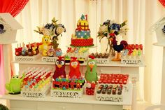 Festa Galinha Pintadinha First Birthdays, Alice, Holiday Decor, Party, Home Decor, Desserts, Party Favors, House Party, Birthday Party Ideas