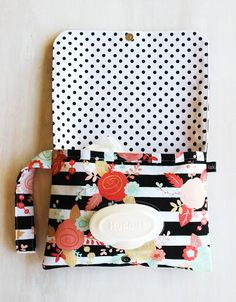 Diaper Clutch Coral and Gold Mint and Coral by BlackArrowStudio Small Diaper Bag, Diaper Bags, Baby Shower Gift Bags, Baby Bags, Diaper Bag Organization, Diy Diapers, Diaper Clutch, Baby Girl Accessories, Ideas