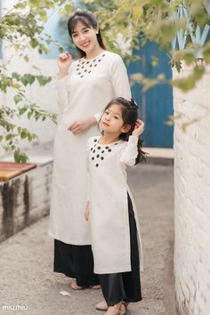 Mother and baby clothes # Mother baby clothes # mother baby Baby Girl Party Dresses, Birthday Dresses, Little Girl Dresses, Girls Dresses, Mom Daughter Matching Dresses, Mother Daughter Fashion, Kurti Designs Party Wear, Kids Outfits, Kids Fashion