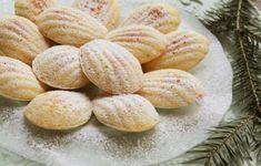 Madlene Sweets Recipes, Desserts, Cantaloupe, Hamburger, Almond, Cupcakes, Bread, Fruit, Food