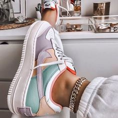 Image discovered by Ola Kogut. Find images and videos about shoes nike and colo Trendy Outfits Cute Nike Shoes, Cute Nikes, Nike Shoes Outfits, Gym Outfits, Fitness Outfits, Colorful Nike Shoes, Colorful Sneakers, Nike Clothes, Sneaker Outfits