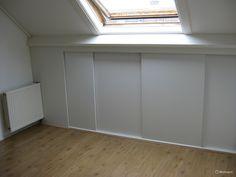 Verbouwing zolder: schuifkasten schuin dak en zolderkamer - Werkspot